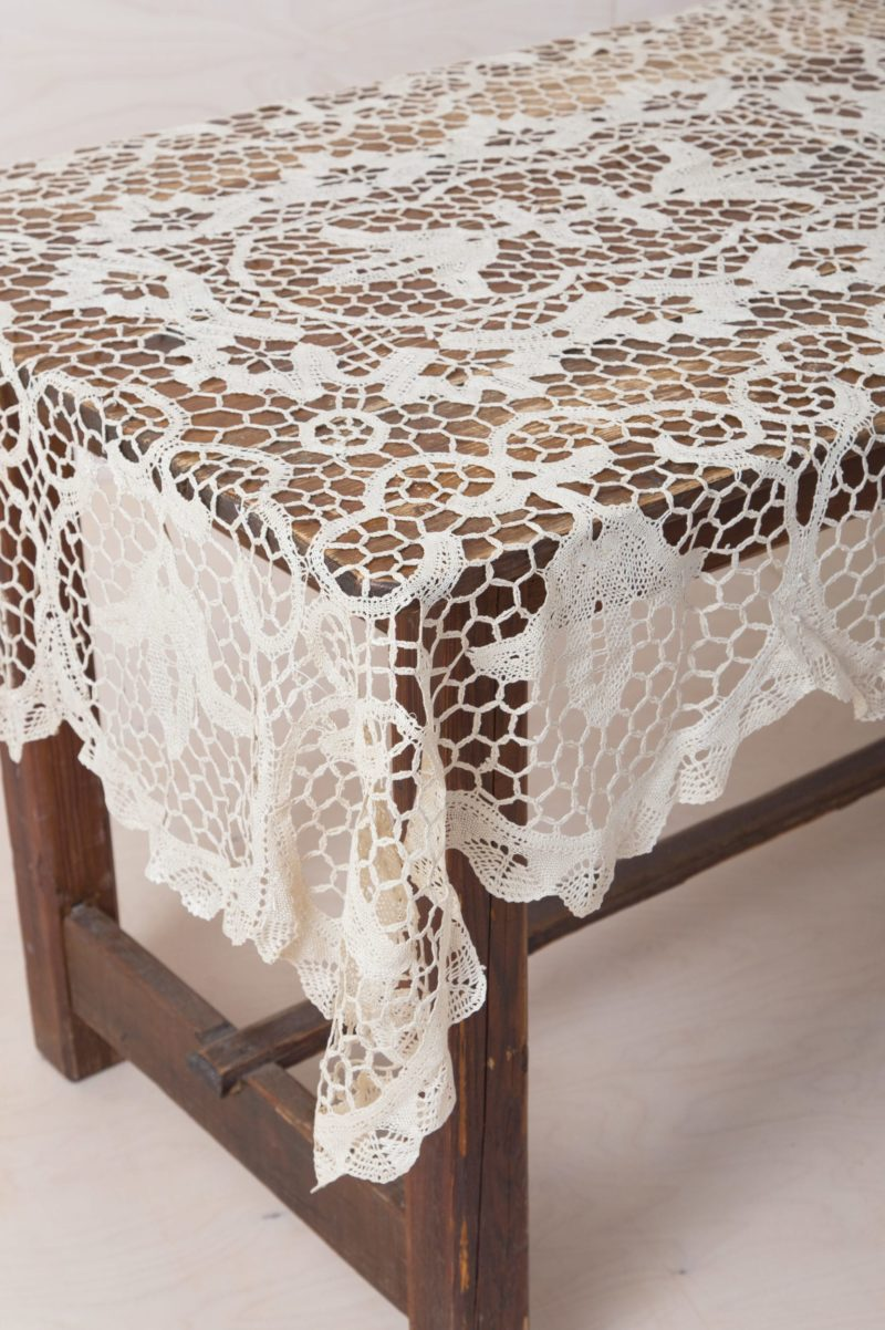 Tablecloth Catalina Crochet | Rustic tablecloth with crochet pattern. | gotvintage Rental & Event Design