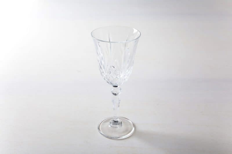 Wine Glass Victoria 21cl | White wine glass in retro style, harmonises very well with gold or silver cutlery at an elegant dinner, the white wine glasses in retro style also do very well at a family style dinner atmosphere. | gotvintage Rental & Event Design