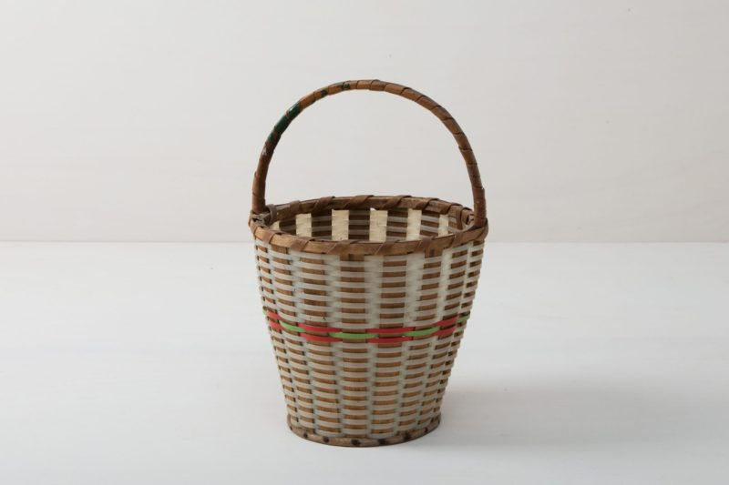 Very nice vintage basket with a rim made of woven rattan.