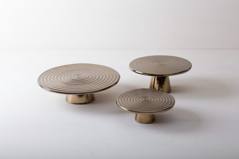 Farbe Radio Button   The high-quality food stands Alba are ideal for presenting and serving cakes, cupcakes, tapas and other delicacies on the table or at the modern buffet. They were made of high quality terracotta and covered with shiny lacquer, of course, food safe. This cake stand or fruit tray is available in different sizes and also as the same model Leonor from selected walnut wood. They can be wonderfully combined and varied.  