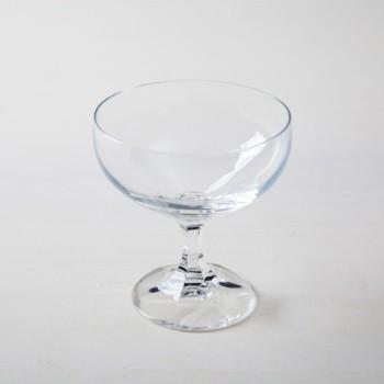 Champagnerschale Alberta | 1970er Sektschalen zum feierlichen Anstossen, haucht jedem Event etwas Besonderes ein. Du kannst diese Sektschale für Champagner oder für Cocktails mieten. Natürlich kann man daraus auch einfach nur Sodawasser trinken. | gotvintage Rental & Event Design