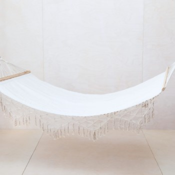 Hammock Vinal | What could be more beautiful than gently swinging between two trees in a hammock on a warm summer's day? Maybe to do the same but inside in winter. Whether inside or outside, they spread a wonderful, calm atmosphere and the fringes give this hammock an especially boho look. Combined with our cuddly patchwork throws and colourful cushions, your relaxation zone is ready to go. As a side note: a hammock also looks great on cheerful group photos.Chilling out with lots of guests? We offer additional matching hammocks in the same style. | gotvintage Rental & Event Design