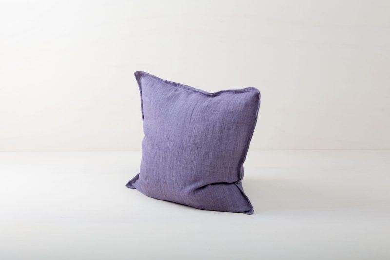 Rental, stone washed, linen cushions