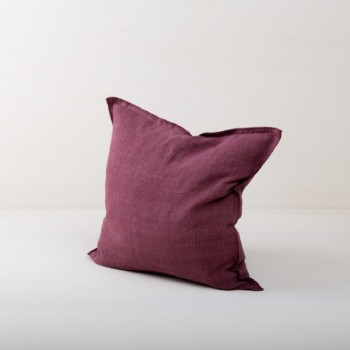 Pillow Cosme Linen Violet 50x50 | Beautiful violet colored cushion made of stone-washed linen. The linen fabric is pre-washed and has this modern look of stone washed linen and is also very soft. The cushions in different colours from our rental catalogue can be very well combined with each other. With the Cosme linen cushions you can decorate events, sofas or lounges in no time at all. The zipper on these linen cushions is concealed sewn, which makes each side of the linen cushions the equally decorative. We love the natural and at the same time rustic look of stone washed linen and the combination with other colours and shapes very much. | gotvintage Rental & Event Design