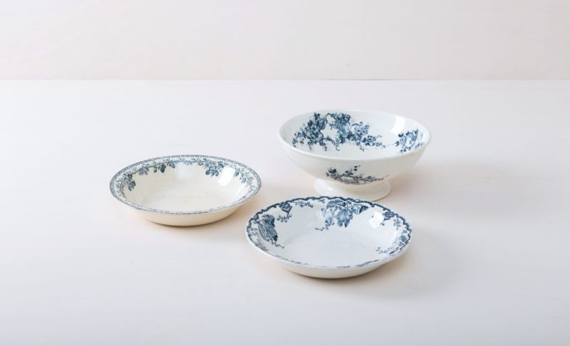 Serving Bowl Santos Blau Mismatching | Dining together at a long table is an important part of the celebration. Family style lunches or dinners are especially cosy when the food is served in steaming bowls. The suitable serving bowls are made of white French porcelain with delicate blue patterns. Matching the serving bowls we also offer other gorgeous vintage porcelain and silver cutlery for the perfect table setting. | gotvintage Rental & Event Design