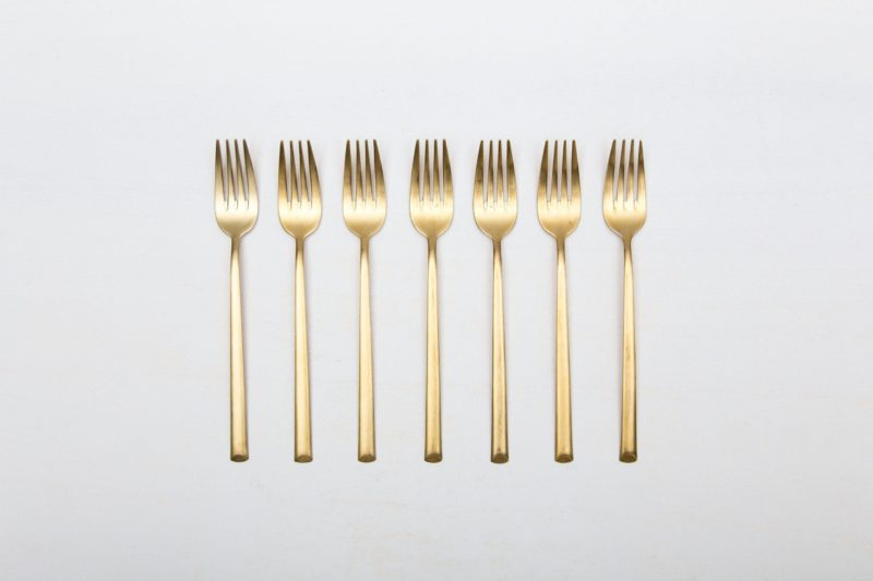 Vorspeisegabel Ines Besteck Gold Matt | Feines matt goldenes Edelstahl Besteck, PVD beschichtet, schöne Haptik. Eine Vorspeisegabel für den modern gedeckten Tisch.Passend dazu gibt es auch die Besteckserie inklusive Buttermesser, Speisegabe und Speisemesser im Verleih. | gotvintage Rental & Event Design