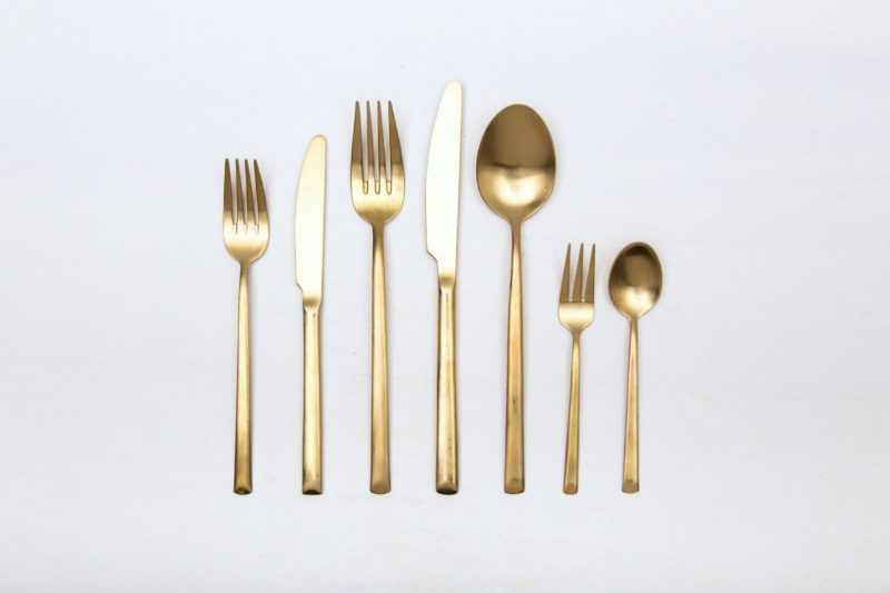 Farbe Radio Button | With the cutlery series Ines we rent out wonderful, matt-gold stainless steel cutlery. The cutlery has a wonderful haptic and looks equally good for different types of events. Whether on a colourful table setting combined with strong colours, an elegant, minimalistic wedding or a stylish business dinner - our matt gold cutlery Ines is an excellent choice for your event. Hire the starter knive Ines to delight your guests with the special cutlery. Matching the matt gold starter knive Ines, we... |