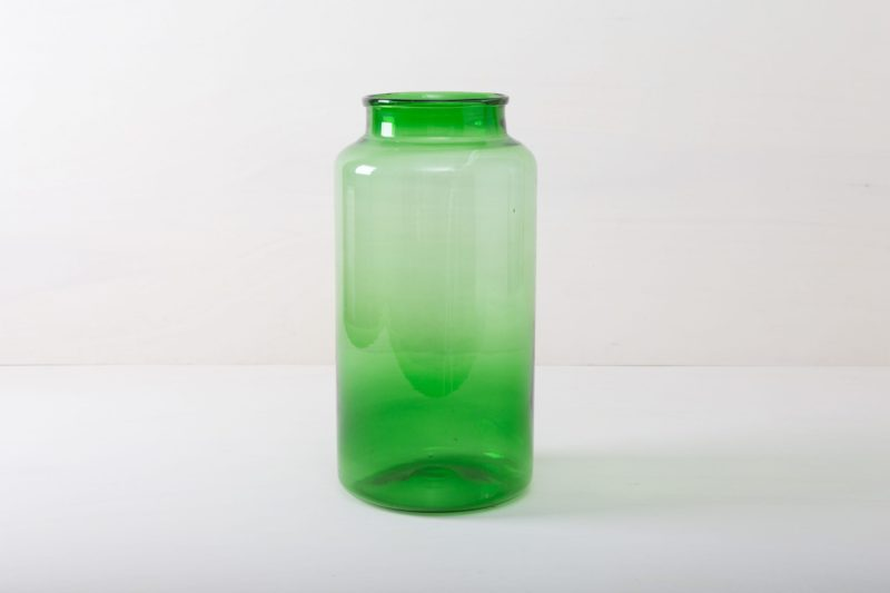 Vase Banda Green | This beautiful large glass vase in magical green lends every room and every garden a special atmosphere. Whether as vase or as wind lantern with LED or wax candles. Banda is also available in a bright blue to match the green glass vase. | gotvintage Rental & Event Design