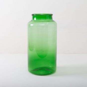 Diese wunderschönen großen Glasvase im magischen Grün verleihen jedem Raum und jedem Garten eine besondere Atmosphäre. Ob als Vase oder als Windlicht mit LED oder Wachskerzen. Passenden zur grünen Glasvase gibt es Banda auch in einem leuchtendem Blau.