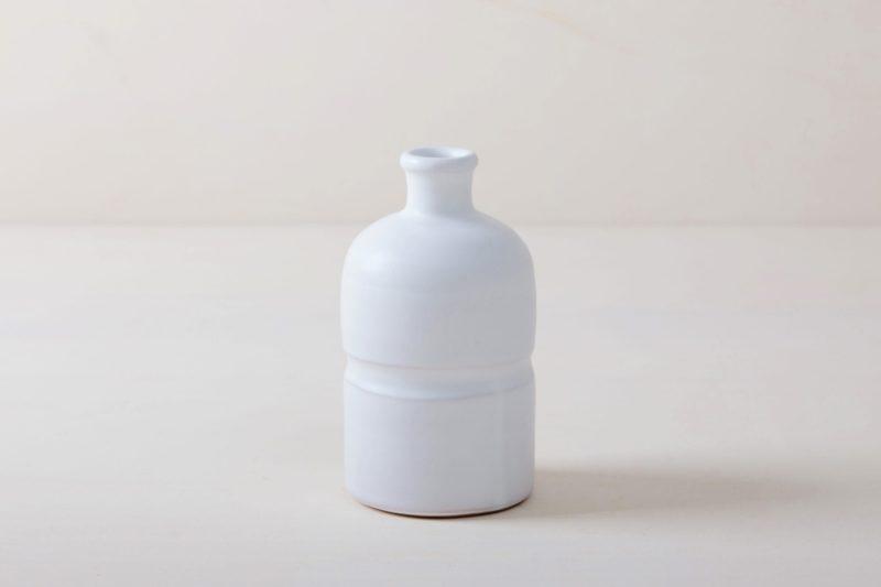 Vase Milagros M | Matt weiß glasierte Keramik Vase aus Süditalien. Moderne schlichte Form. In großer Stückzahl verfügbar, daher gut geeignet für Tischdekorationen mir vielen Gästen. | gotvintage Rental & Event Design