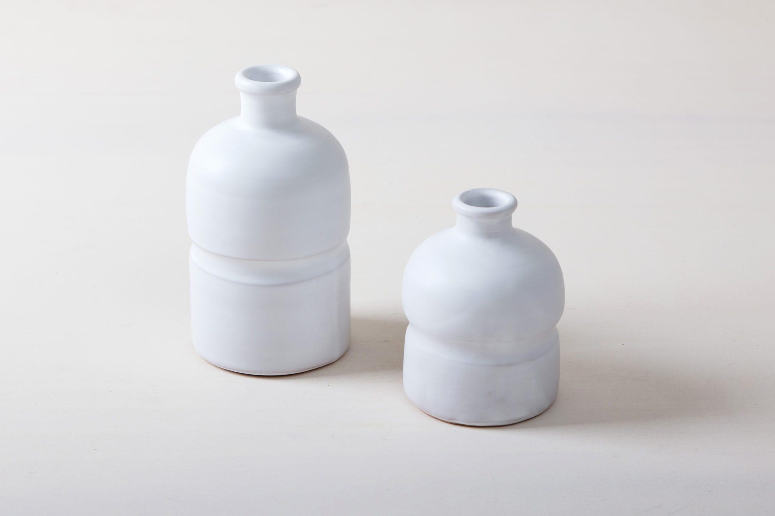 Farbe Radio Button | Matt weiß glasierte Keramik Vase aus Süditalien. Moderne schlichte Form. In großer Stückzahl verfügbar, daher gut geeignet für Tischdekorationen mir vielen Gästen. |
