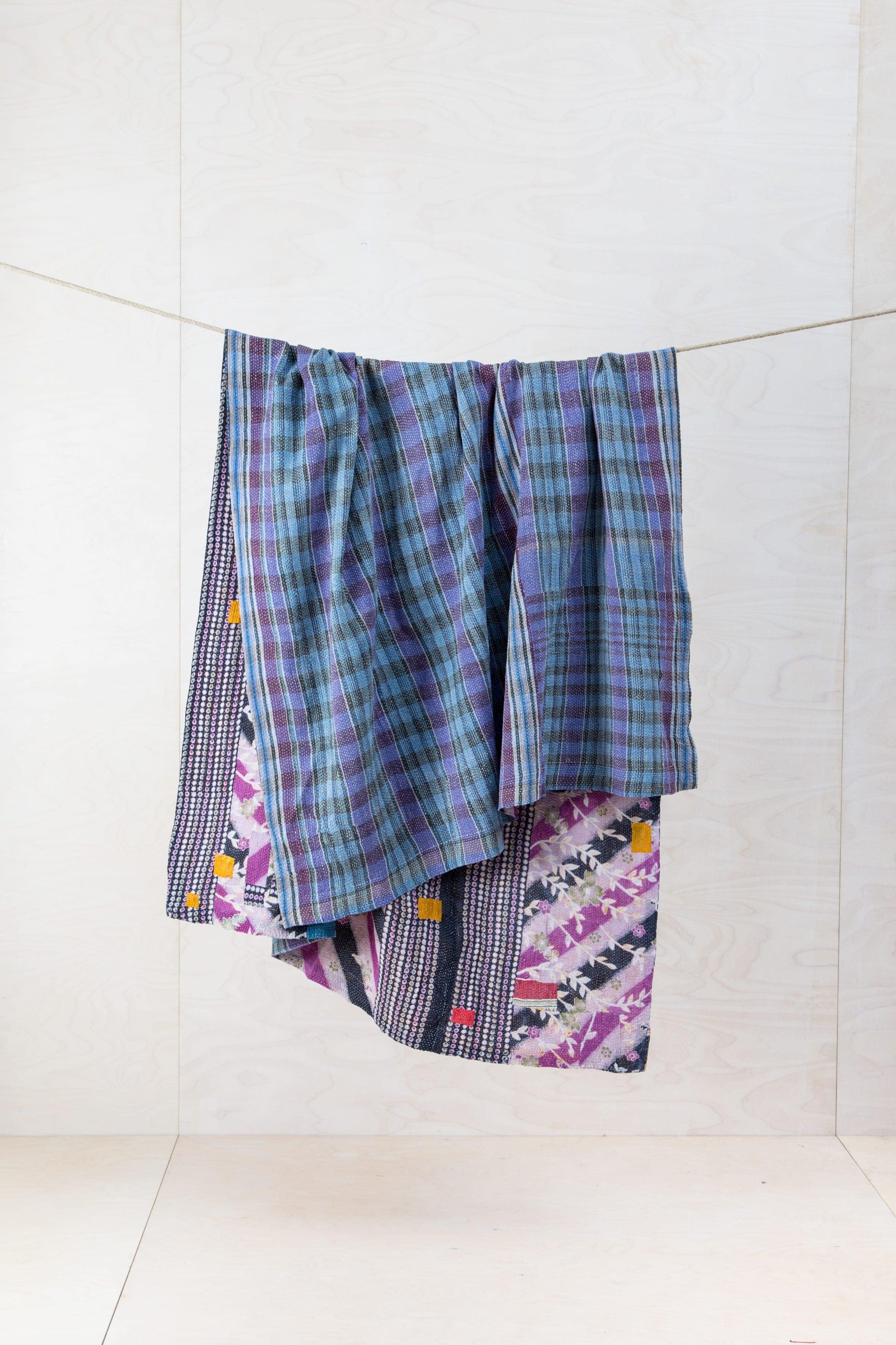 Bunte Stoffe, warme Decken zu mieten