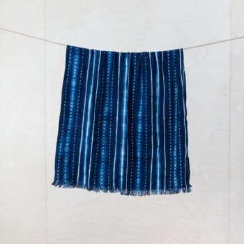 Throw Vincente Indigo | This soft throw with fringes, handwoven, Indigo hand dyed cotton with it's origin in Guinea. | gotvintage Rental & Event Design