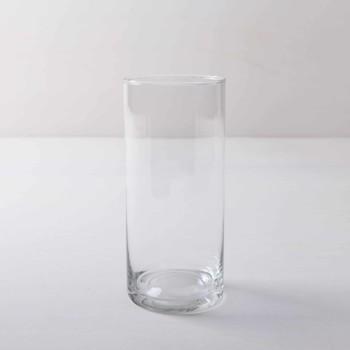 Ganz schlicht und elegant ist Glasvase Bacoya. Dieser unaufdringliche Glaszylinder setzt Blumensträuße innen wie außen gut in Szene und stielt den bunten Blumen dabei nicht die Show. Ob sommerliche Gartenparty oder elegante Winterhochzeit– Blumenvase Bacoya passt zu vielen Veranstaltungen und Farben. Den Glaszylinder, mit dem Durchmesser 19 cm und einer Höhe von 50 cm, kannst Du mit einer Kerze auch als Windlicht mieten. Kombiniert mit den verschiedenen zylindrischen Größen der Bacoya Serie, ergibt sich bei Deinem Event ein stimmige Bild. Das gezeigte Produktbild weicht vom eigentlichen Produkt ab (Abmessungen), es dient nur als Beispielbild für die Beschaffenheit und Form.