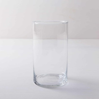 Glasvase Bacoya Glaszylinder Ø12 H15 cm | Ganz schlicht und elegant ist Glasvase Bacoya. Dieser unaufdringliche Glaszylinder setzt Blumensträuße innen wie außen gut in Szene und stielt den bunten Blumen dabei nicht die Show. Ob sommerliche Gartenparty oder elegante Winterhochzeit– Blumenvase Bacoya passt zu vielen Veranstaltungen und Farben. Den Glaszylinder, mit dem Durchmesser 12 cm und einer Höhe von 15 cm, kannst Du mit einer Kerze auch als Windlicht mieten. Kombiniert mit den verschiedenen zylindrischen Größen der Bacoya Serie, ergibt sich bei Deinem Event ein stimmige Bild. | gotvintage Rental & Event Design