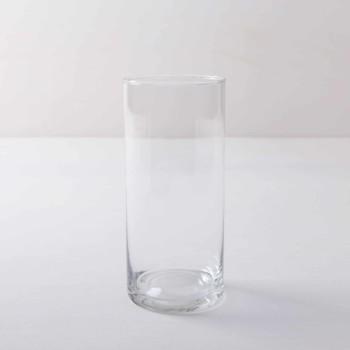Glasvase Bacoya Glaszylinder Ø9 H19 cm | Ganz schlicht und elegant ist Glasvase Bacoya. Dieser unaufdringliche Glaszylinder setzt Blumensträuße innen wie außen gut in Szene und stielt den bunten Blumen dabei nicht die Show. Ob sommerliche Gartenparty oder elegante Winterhochzeit– Blumenvase Bacoya passt zu vielen Veranstaltungen und Farben. Den Glaszylinder, mit dem Durchmesser 9 cm und einer Höhe von 19 cm, kannst Du mit einer Kerze auch als Windlicht mieten. Kombiniert mit den verschiedenen zylindrischen Größen der Bacoya Serie, ergibt sich bei Deinem Event ein stimmige Bild. | gotvintage Rental & Event Design