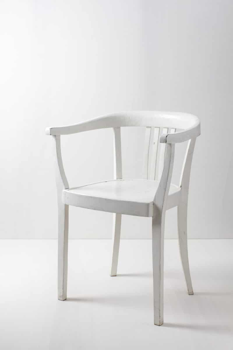 Wedding decoration white wooden chairs no crossback chair.