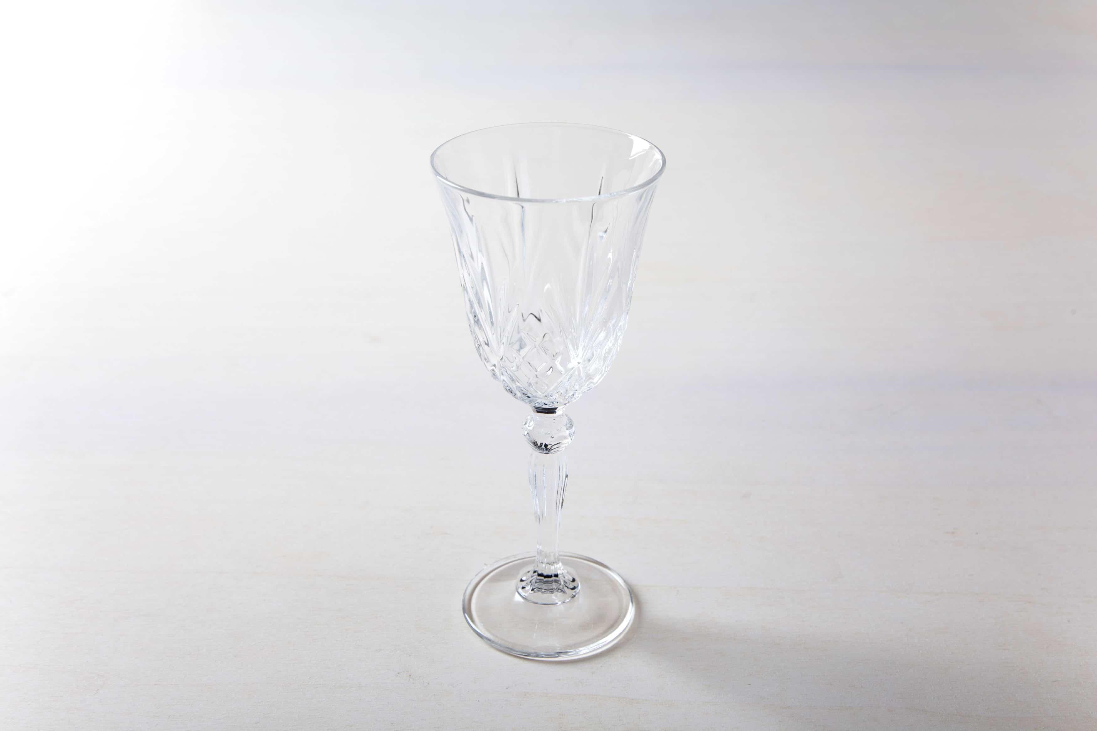 Weißweinglas im Retrostil. Kristallglas.