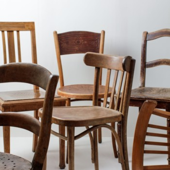 Wooden Dining Chairs Carlos Vintage Brown Mismatching | These vintage mismatching wooden chairs enhance any dinner table. The individual shapes and designs, the different shades of brown and patina create a unique but appealing picture at your party, wedding or event.Up to 400 chairs can be rented, making it possible to create a long table setting or a presentation without a chair connector. | gotvintage Rental & Event Design