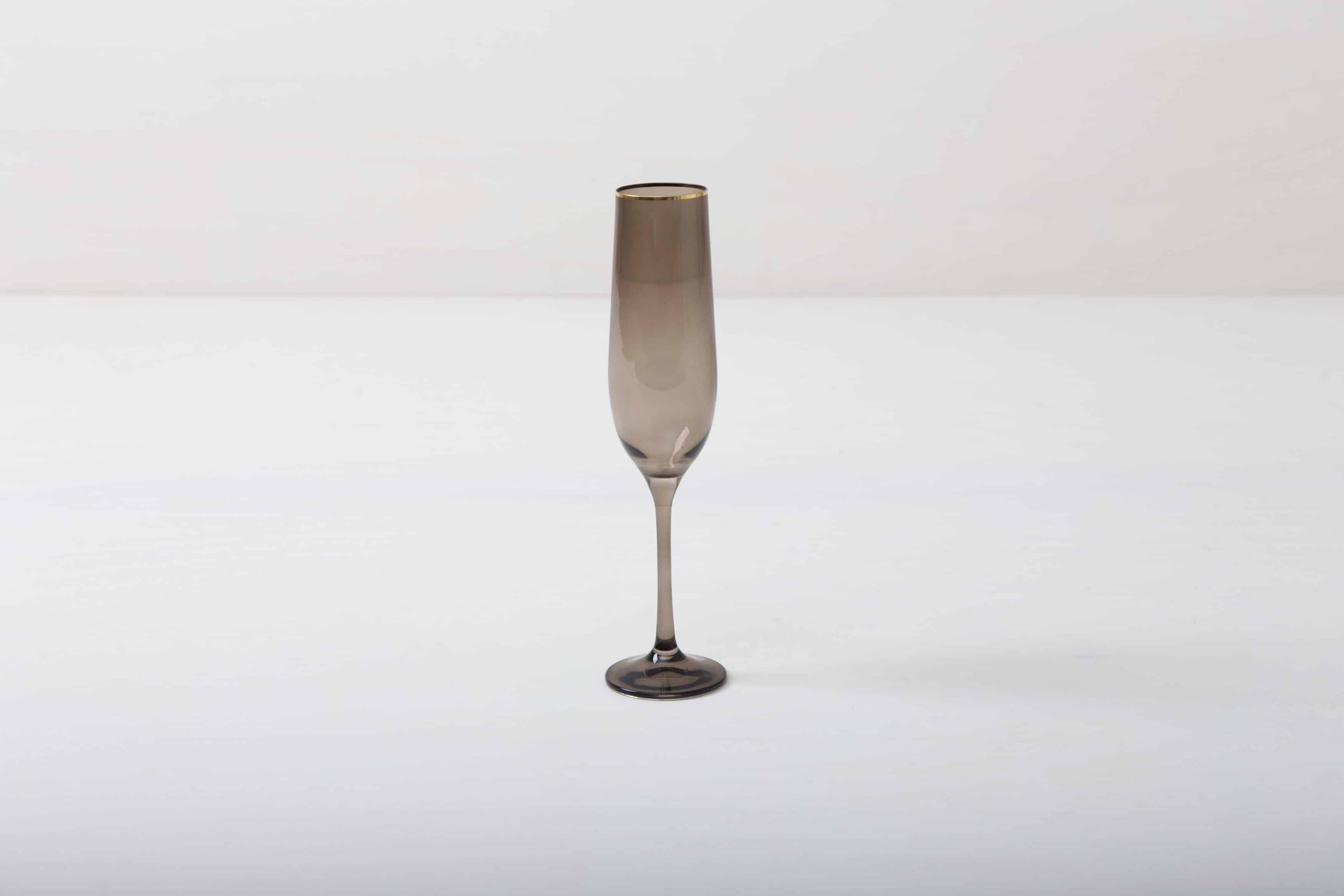 Sektglas mit Goldrand im Rauchglas Look mieten