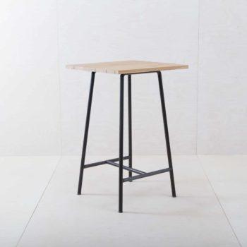 Eventausstattung & Möbel, Holztische für Dein Event mieten. Stehtische mieten.