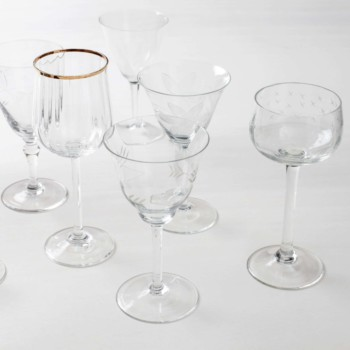 These gorgeous, stylish vintage wine glasses are clearly a must have and can be rented in large numbers. Some glasses are playful with different patterns, others elegant with a gold rim. The vintage glasses of the Patricia series are a lovely collection, in different sizes and shapes.