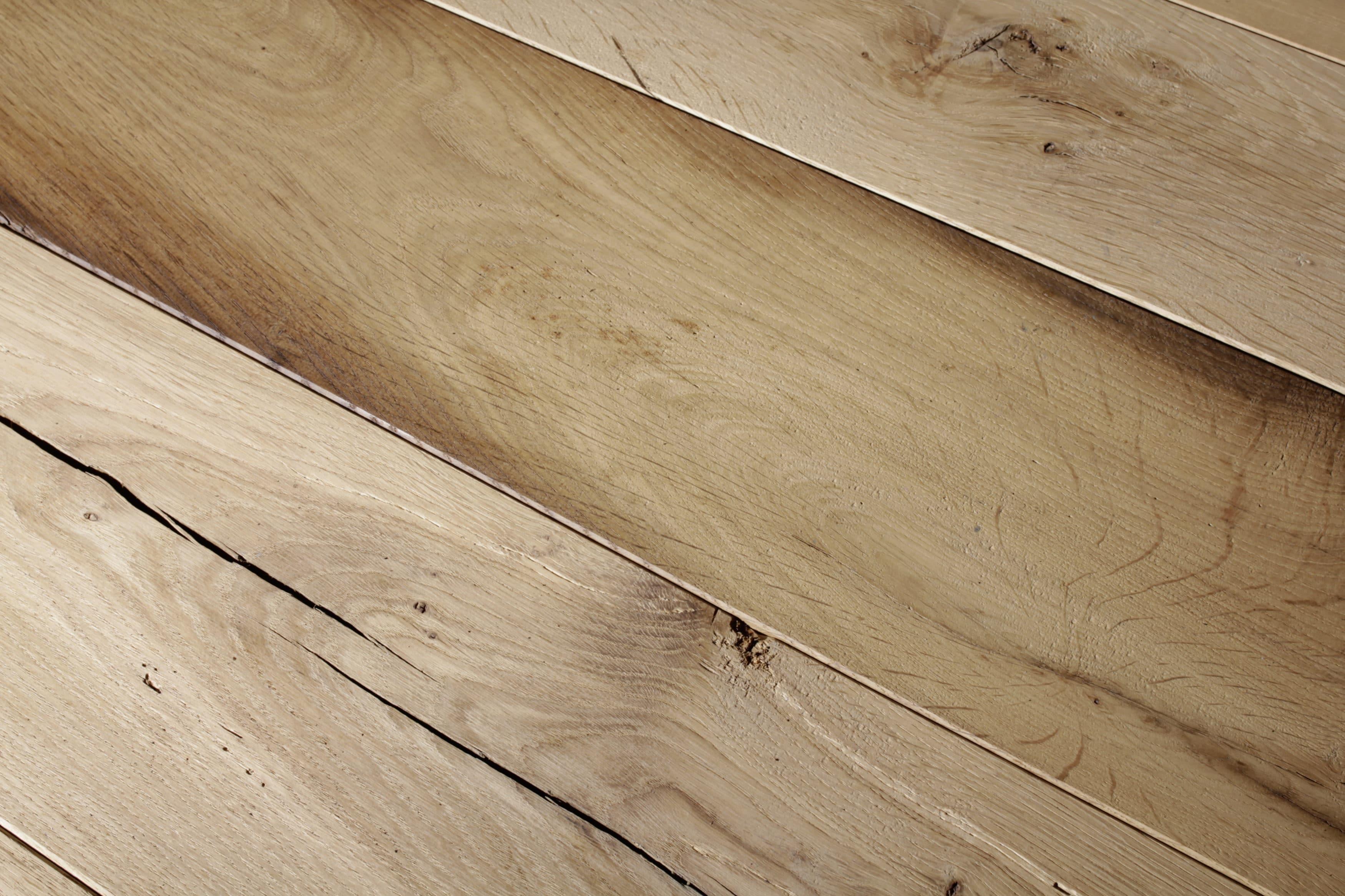 Rustikaler Holztisch für die Hochzeitstafel zu vermieten. Mietmöbel, Eventmöbel mieten.