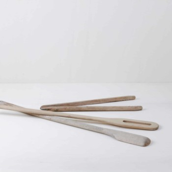 One pair of laundry tongs, two laundry sticks. Very rustic charm.