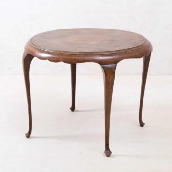 Romantische vintage Tische und Stühle mieten in Berlin