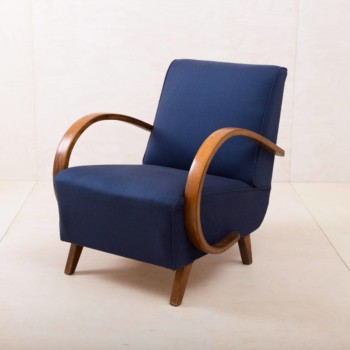 club chairs, sofas & side tables for rent