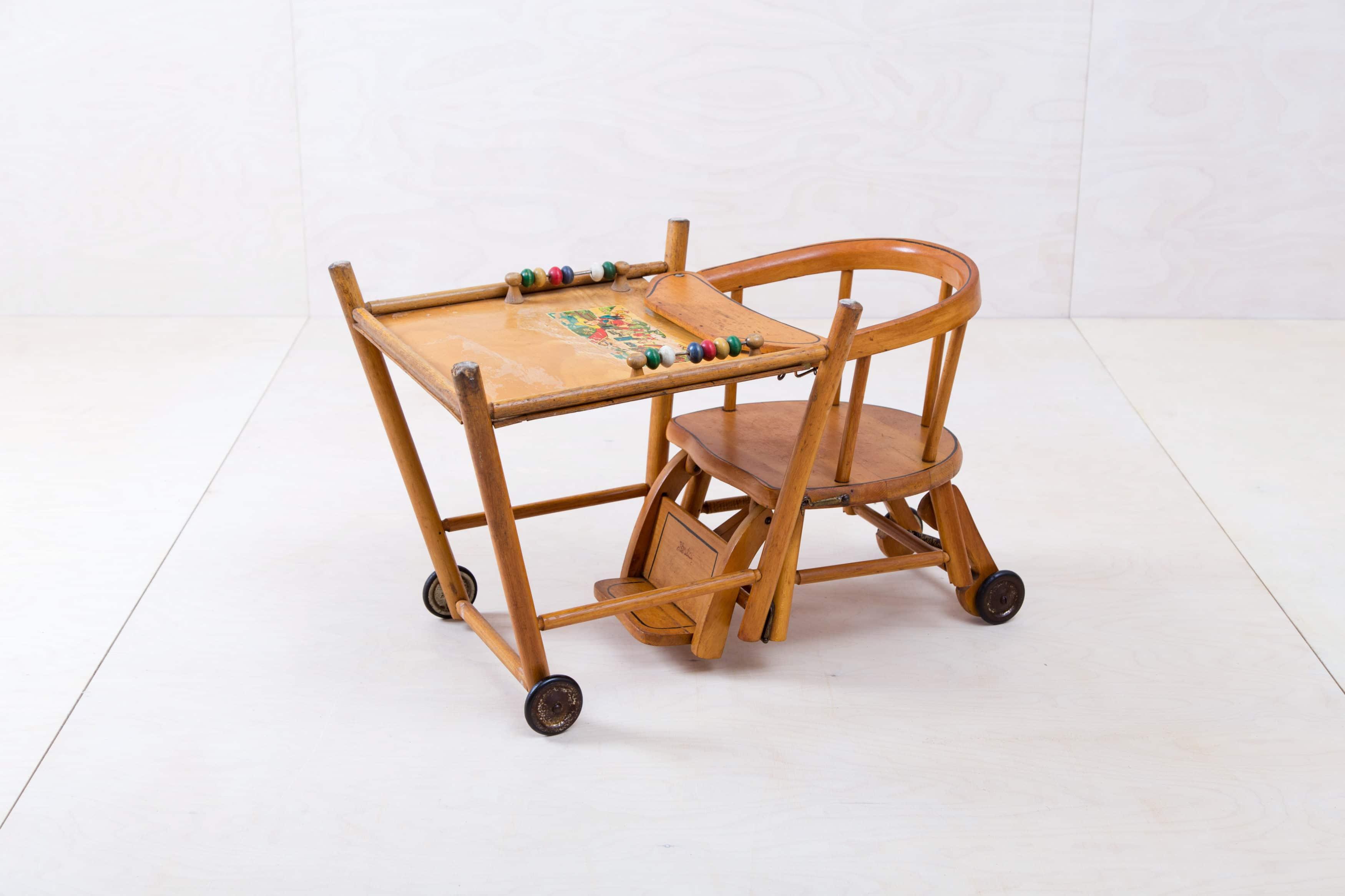 Holzmobiliar, Hochstühle & Kinderspielzeug zu mieten