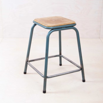 Mullca metal stool Gaston Cavaillon in industrial look for hire Berlin