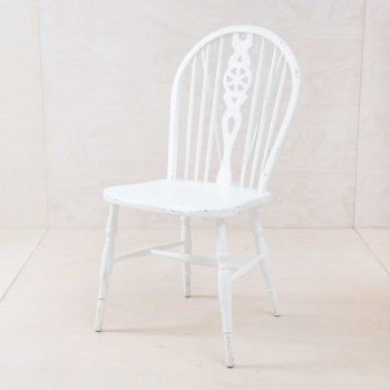 Vintage spindle chair, Windsor design, fine white semi-gloss.