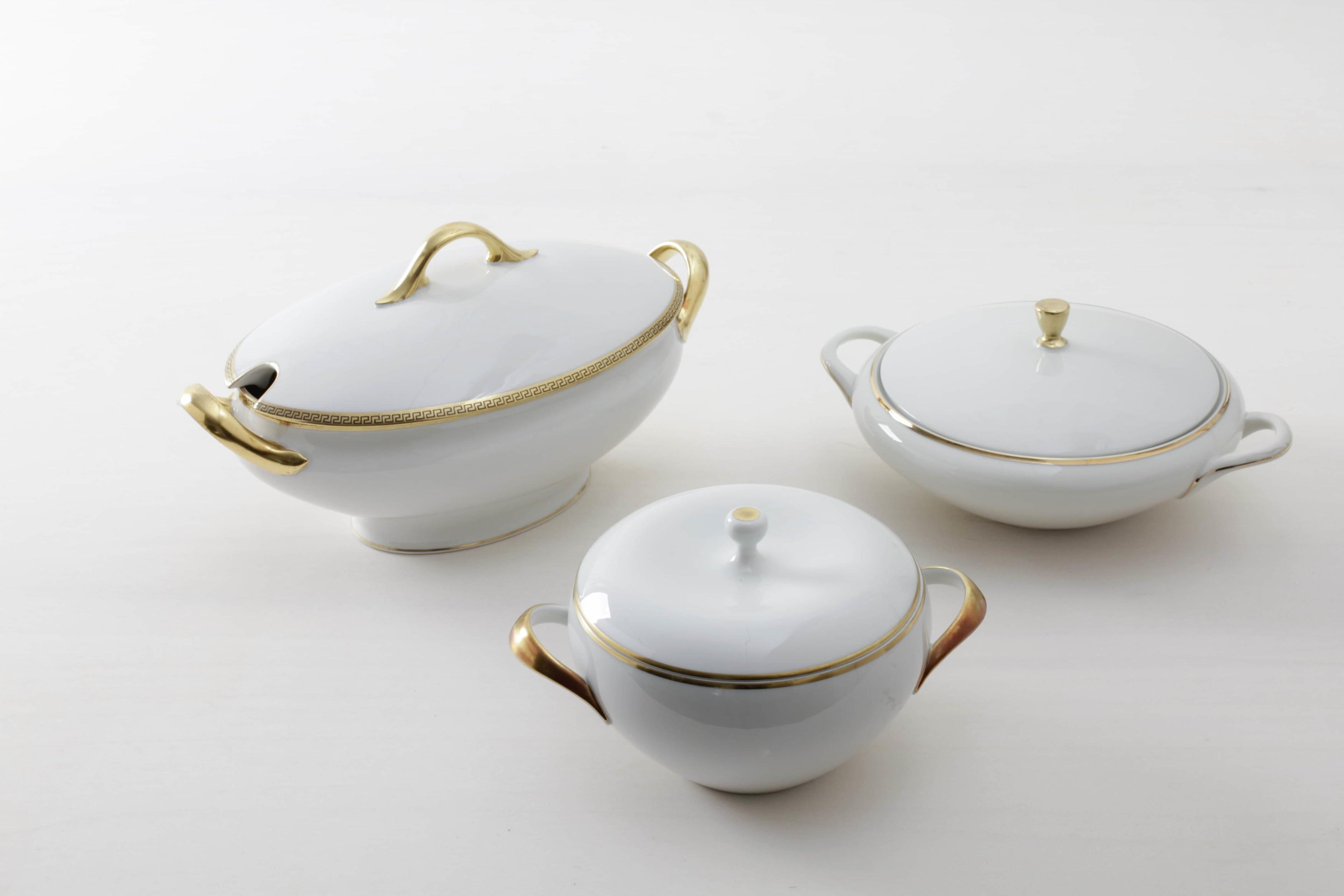 Vintage gold rimmed tableware, tableware rental Berlin