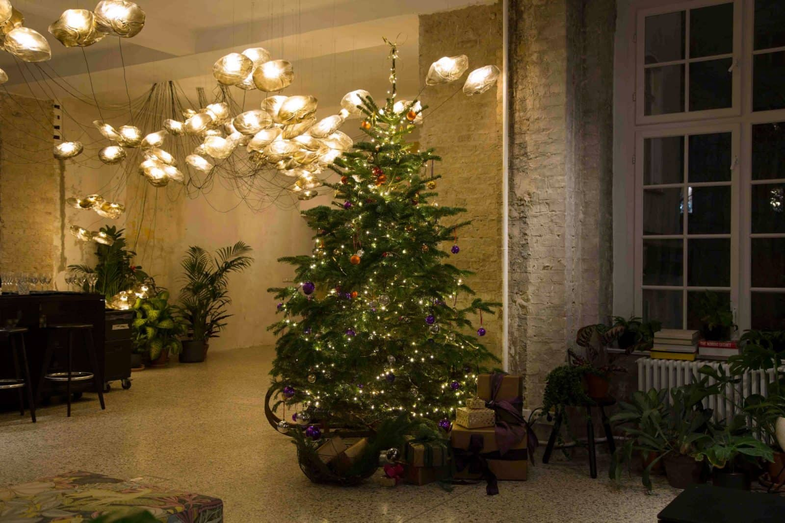 Wir lieben Weihnachten und freuen uns jedes Jahr wieder darüber, unsere weihnachtlichen Deko Schätze in Szene zu setzen. Miete Weihnachtsdekoration ganz einfach online.