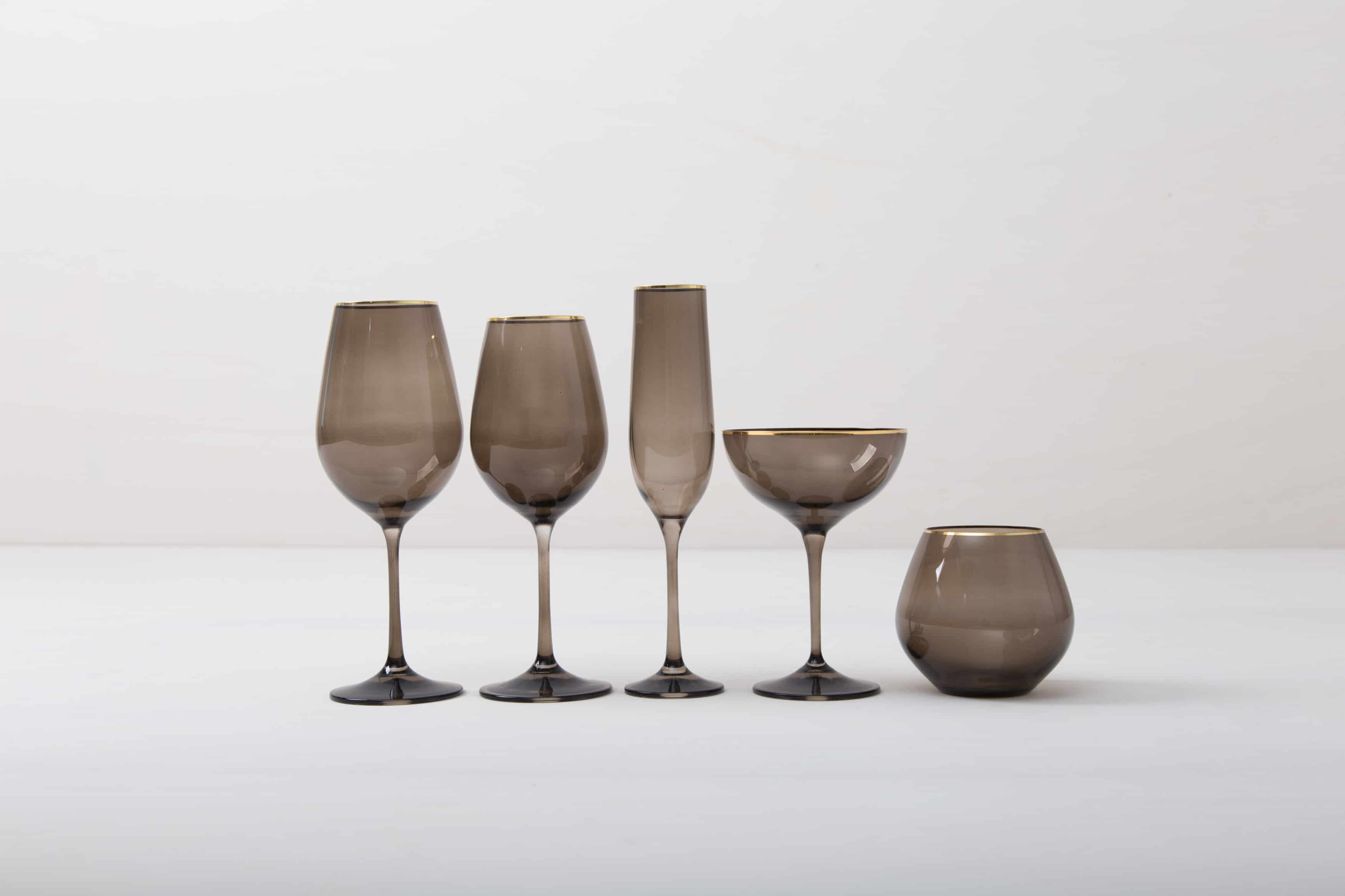 Moderne Gläser und Tischdekoration mieten